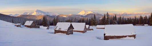 Het landschap van de winter in het bergdorp Royalty-vrije Stock Foto