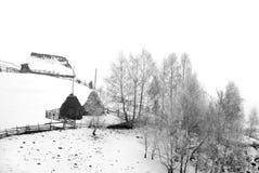 Het landschap van de winter met hooibergen Stock Fotografie