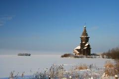 Het landschap van de winter met kerk Stock Foto