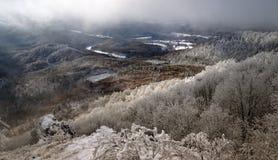 Het landschap van de winter met sneeuw in bergen, Sitno stock afbeeldingen