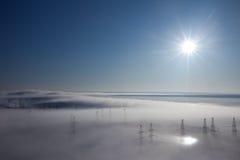 Het landschap van de winter. mist over aarde Stock Afbeelding