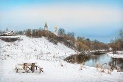 Het landschap van de winter op de rivier Stock Afbeelding