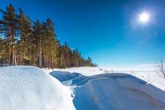 Het landschap van de winter Siberië, de kust van de Ob-rivier Stock Afbeeldingen