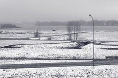 Het landschap van de winter Sneeuw, meer, wegen Royalty-vrije Stock Afbeeldingen