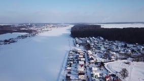 Het landschap van de winter Vorst en zon stock video