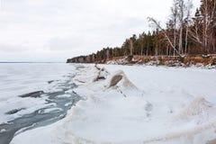 Het landschap van het de winterijs op de rivier De Ob-Rivier, Siberië Royalty-vrije Stock Foto's