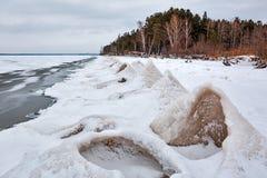 Het landschap van het de winterijs op de rivier De Ob-Rivier, Siberië Stock Fotografie