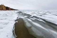 Het landschap van het de winterijs op de rivier De Ob-Rivier, Siberië Stock Afbeelding