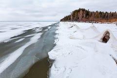 Het landschap van het de winterijs op de rivier De Ob-Rivier, Siberië Royalty-vrije Stock Foto