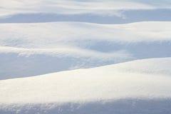 Het landschap van de winterkerstmis met dalende sneeuw, de winterachtergrond Stock Foto