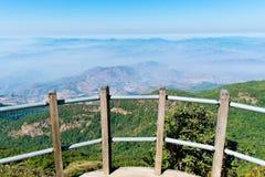 Het landschap van de zomer in de bergen Royalty-vrije Stock Afbeeldingen