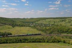 Het Landschap van de zomer met Spoorweg Stock Afbeeldingen