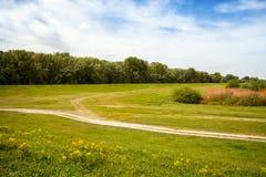 Het landschap van de zomer met weide Royalty-vrije Stock Fotografie