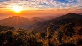 Het landschap van de zonsondergangzonsopgang Stock Afbeeldingen