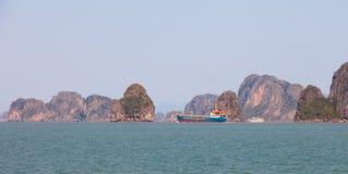 Het landschap van Ha snakt Baai in Noord-Vietnam royalty-vrije stock foto