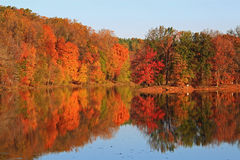 Het landschap van het de herfstmeer Royalty-vrije Stock Afbeeldingen