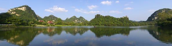 Het landschap van het Meer van de Spiegel Stock Foto