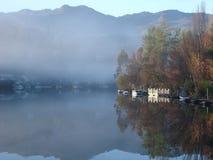 Het landschap van het meer van nog water Stock Foto