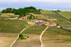 Het landschap van Langhewijngaarden dichtbij Barolo in de lente Wijnbouw, Piemonte, Itali?, Unesco-erfenis Dolcetto, Barbaresco-w royalty-vrije stock afbeeldingen