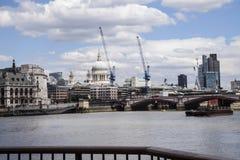Het landschap van Londen over het Engelse kanaal Stock Foto's