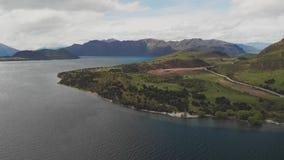 Het landschap van Nieuw Zeeland, Meer Wanaka, Glendhu-Baai, hommel luchtschoten stock footage