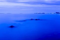 Het landschap van noordelijk Onego-meer bij witte nacht Royalty-vrije Stock Foto