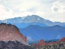 Het Landschap van Pikes Peakcolorado bij Tuin van de Goden stock foto's
