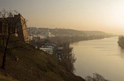 Het landschap van Praag in de zonsondergang - rivier Stock Foto
