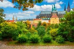 Het landschap van Praag met Heilige Vitus Cathedral Royalty-vrije Stock Foto