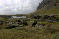 Het landschap van Southermijsland met een rivier Stock Foto