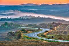 Het landschap van Toscanië bij zonsopgang Stock Fotografie