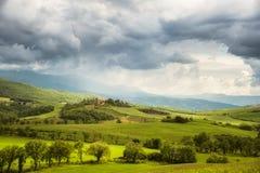 Het landschap van Toscanië - van Italië in onweer Stock Foto's