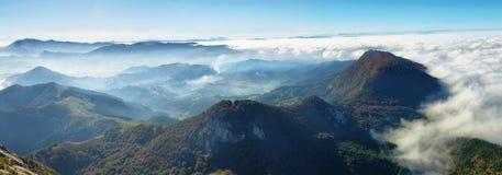 Het landschap van het Urkiola natuurreservaat in Spanje stock afbeeldingen