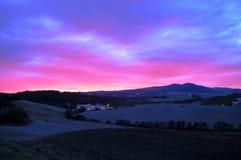 Het landschap van Volterra bij schemer Royalty-vrije Stock Afbeeldingen