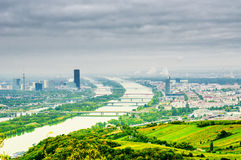 Het landschap van Wenen met de rivier van Donau Royalty-vrije Stock Foto's