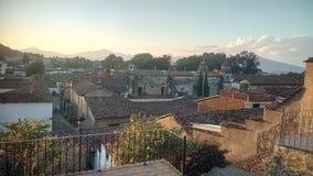Het landschap van zonsondergangpã tzcuaro ¡ met bergen royalty-vrije stock afbeelding