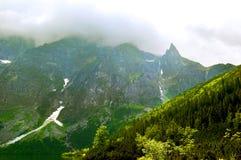 Het landschap verlichtte prachtig bergpieken Stock Fotografie