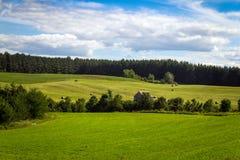 Het landschaps blauwe hemel Quebec Canada van het hooigebied Stock Afbeeldingen