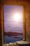 Het landschaps oude steen van de nachtmaan wimdow stock foto