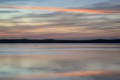 Het landschaps trillende kleuren van de onduidelijk beeld abstracte zonsondergang Royalty-vrije Stock Foto