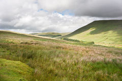 Het landschapsbeeld van het platteland aan bergen Royalty-vrije Stock Foto