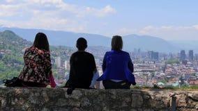 Het landschapsmensen van Sarajevo stock footage