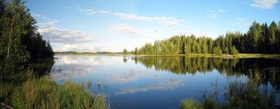 Het landschapspanorama van het meer stock fotografie