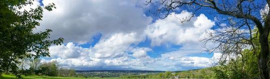 Het landschapspanorama van het platteland stock fotografie
