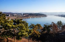 het landschapssouthkorea van de de winter blauwe rivier royalty-vrije stock foto's