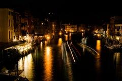 Het lange kanaal van blootstellingsvenetië grande bij nacht stock afbeelding