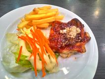 Het lapje vlees van de kip met groenten Stock Afbeelding