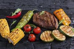 Het lapje vlees van het rundvlees met geroosterde groenten Stock Fotografie