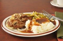 Het lapje vlees van Salisbury met fijngestampte aardappels en jus Royalty-vrije Stock Afbeeldingen