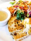 Het lapje vlees van zwaardvissen, salade stock afbeeldingen